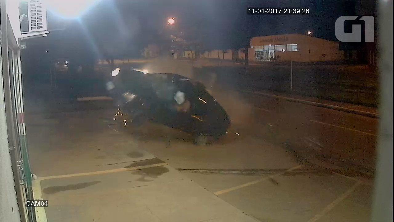 V�deo mostra carro a 190 km/h atropelando adolescente em RO