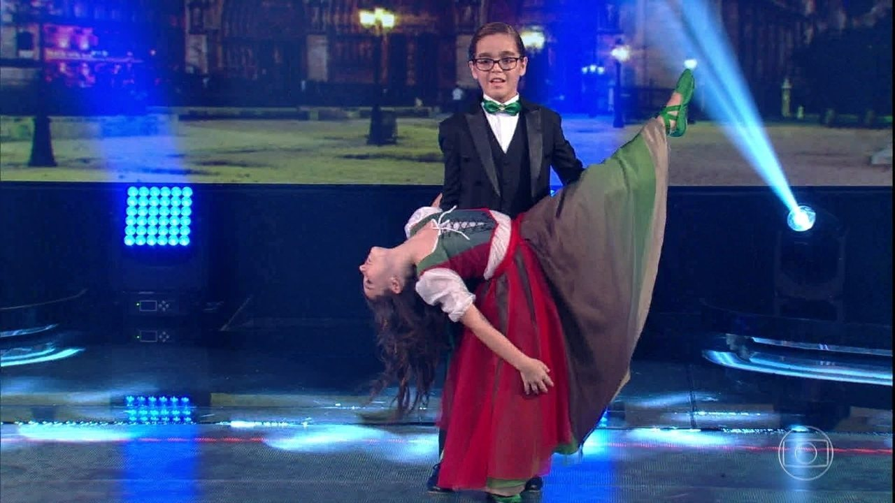 Xande Valois se apresenta na 'Dancinha dos Famosos'
