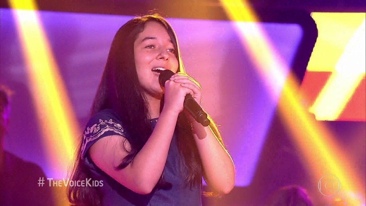 Kriscia Incerti canta 'Admirável Gado Novo'
