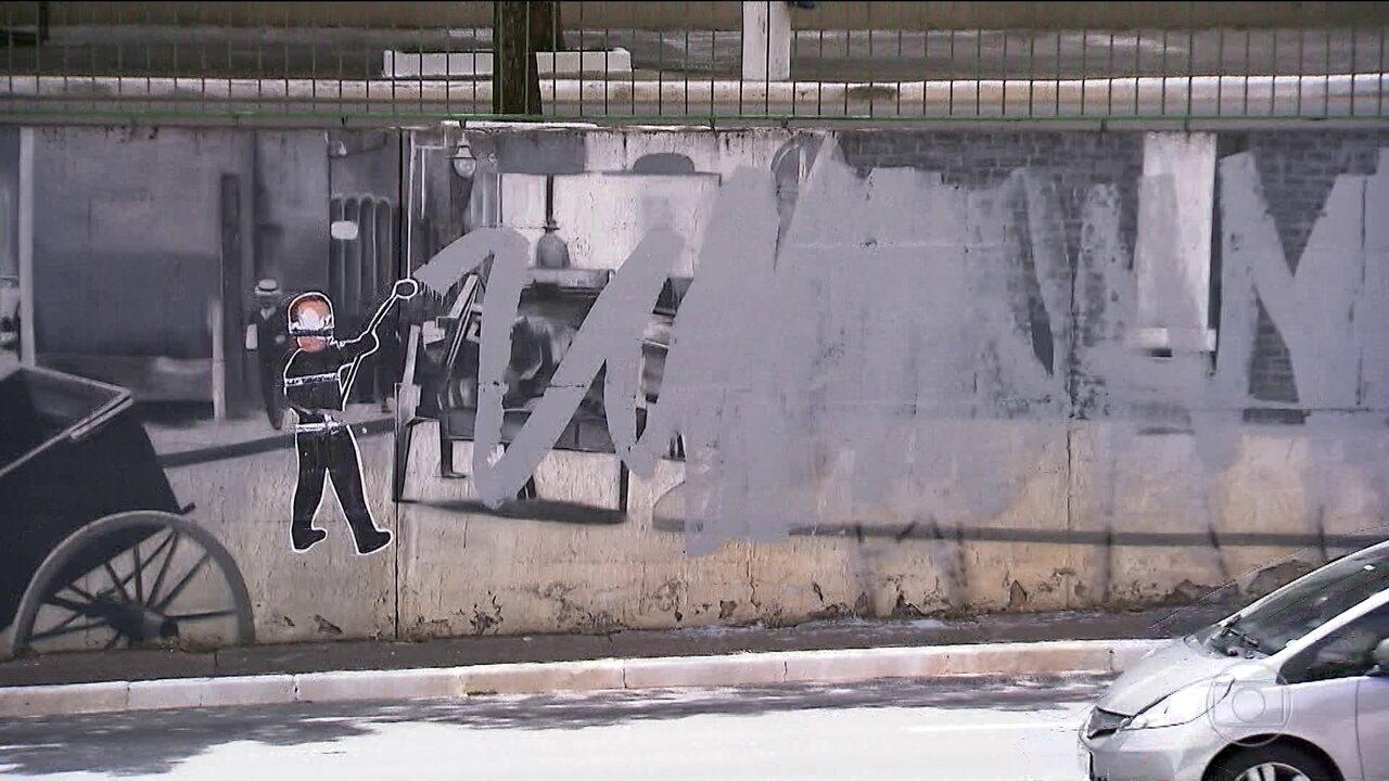 Um dos murais mais conhecidos da capital é vandalizado