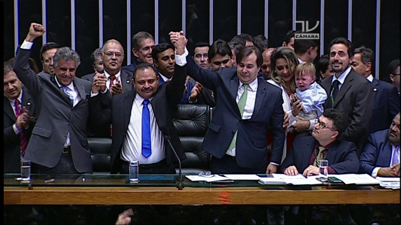 Rodrigo Maia recebe 293 votos e é reeleito presidente da Câmara dos Deputados