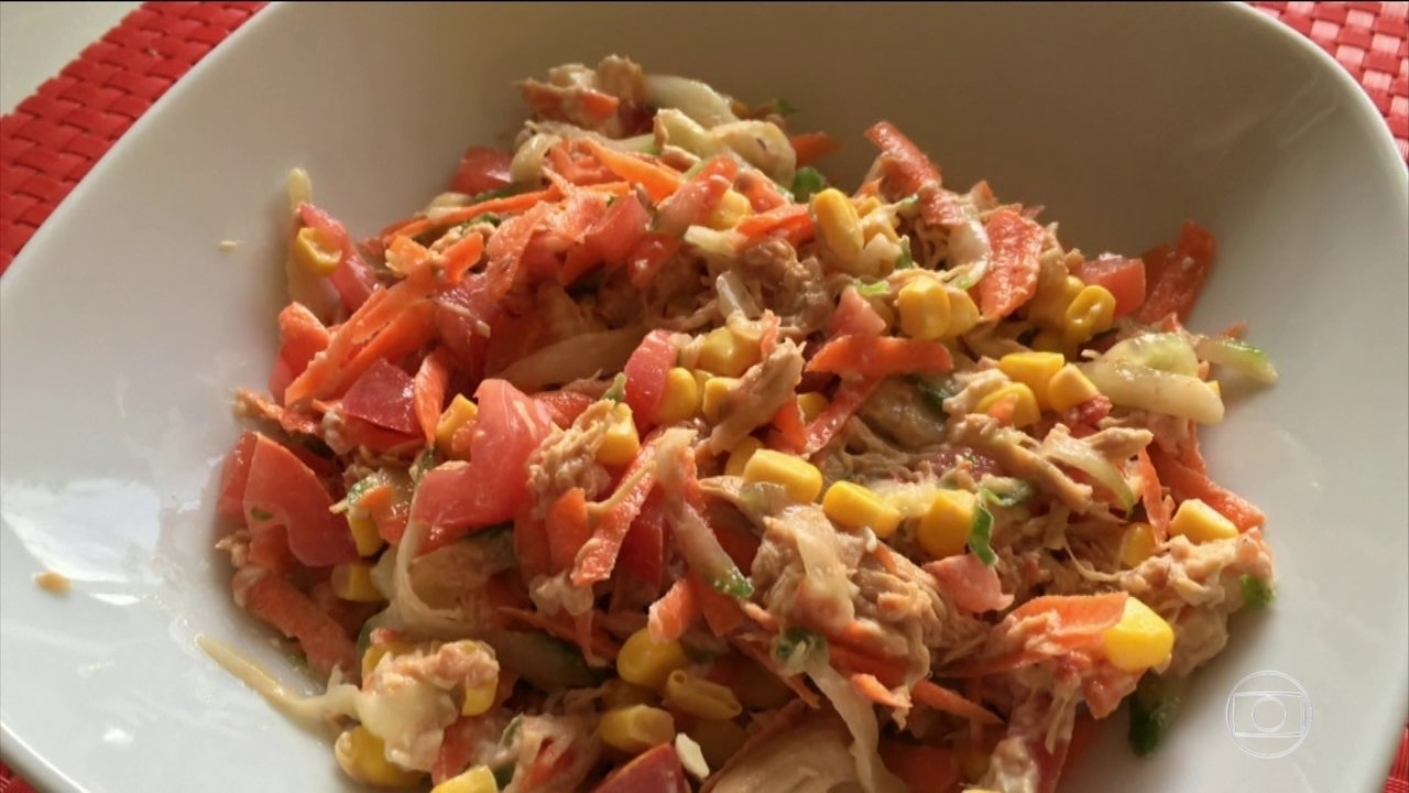 Nutricionista ensina a preparar um salpicão com pouca gordura