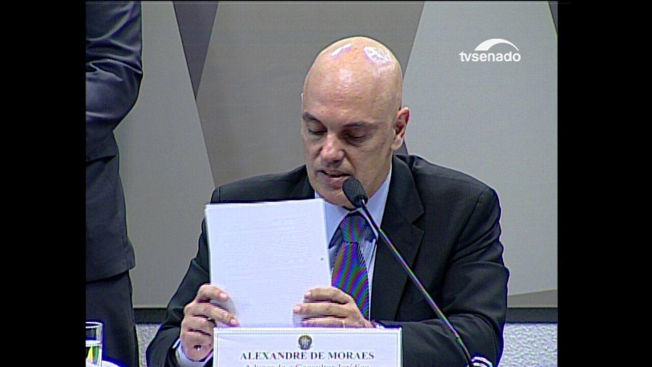 Moraes afirma que versão que advogou para uma facção criminosa é