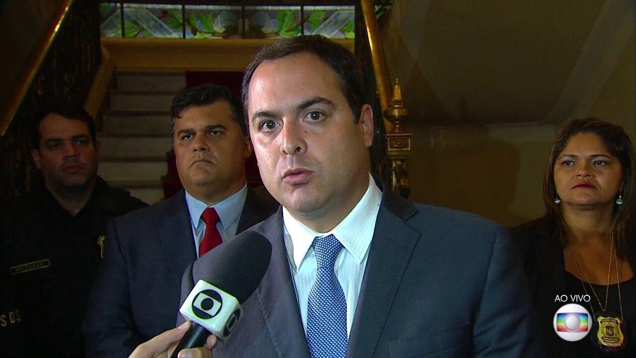 Governador de PE diz que cobrará do governo federal auxílio para combater crime no estado