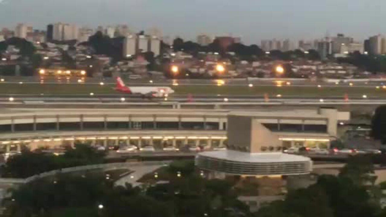 Avião tem problema na turbina ao tentar decolar em Congonhas