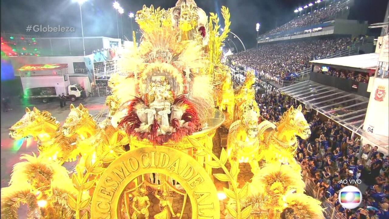 Abre-alas da Mocidade Alegre traz escultura da deusa da vitória