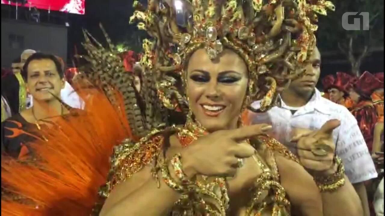 Viviane Araújo chega à Sapucaí para desfilar pelo Salgueiro