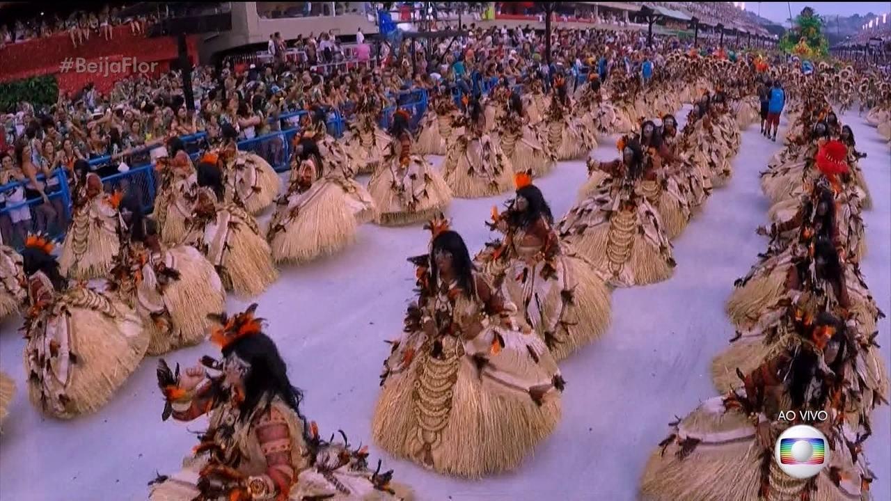 Baianas da Beija-Flor representam o encanto das vestais