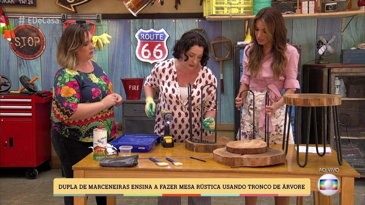 Amigas marceneiras ensinam a fazer uma mesa-tronco