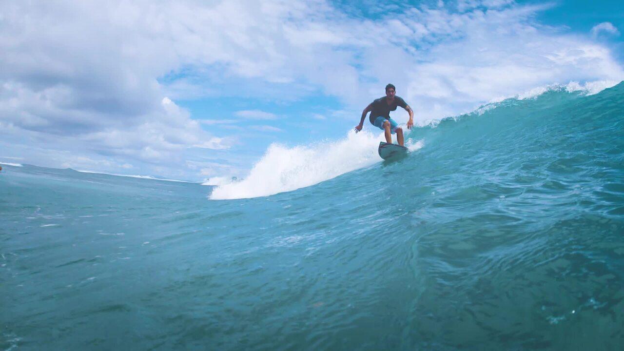 Nas Ondas de Bali: Medina acerta backflips e sai da água aplaudido