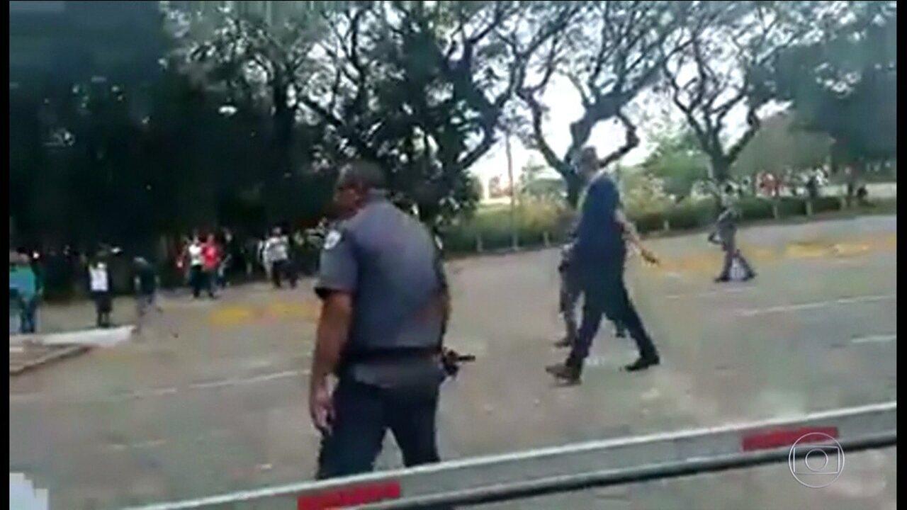 Protesto de estudantes, funcionários e professores da USP termina em confusão com a PM