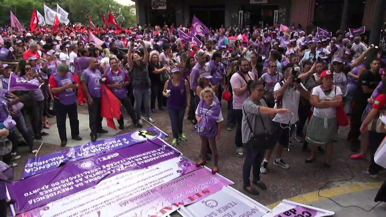 Mulheres ligadas à CUT fazem ato contra reforma da previdência em SP