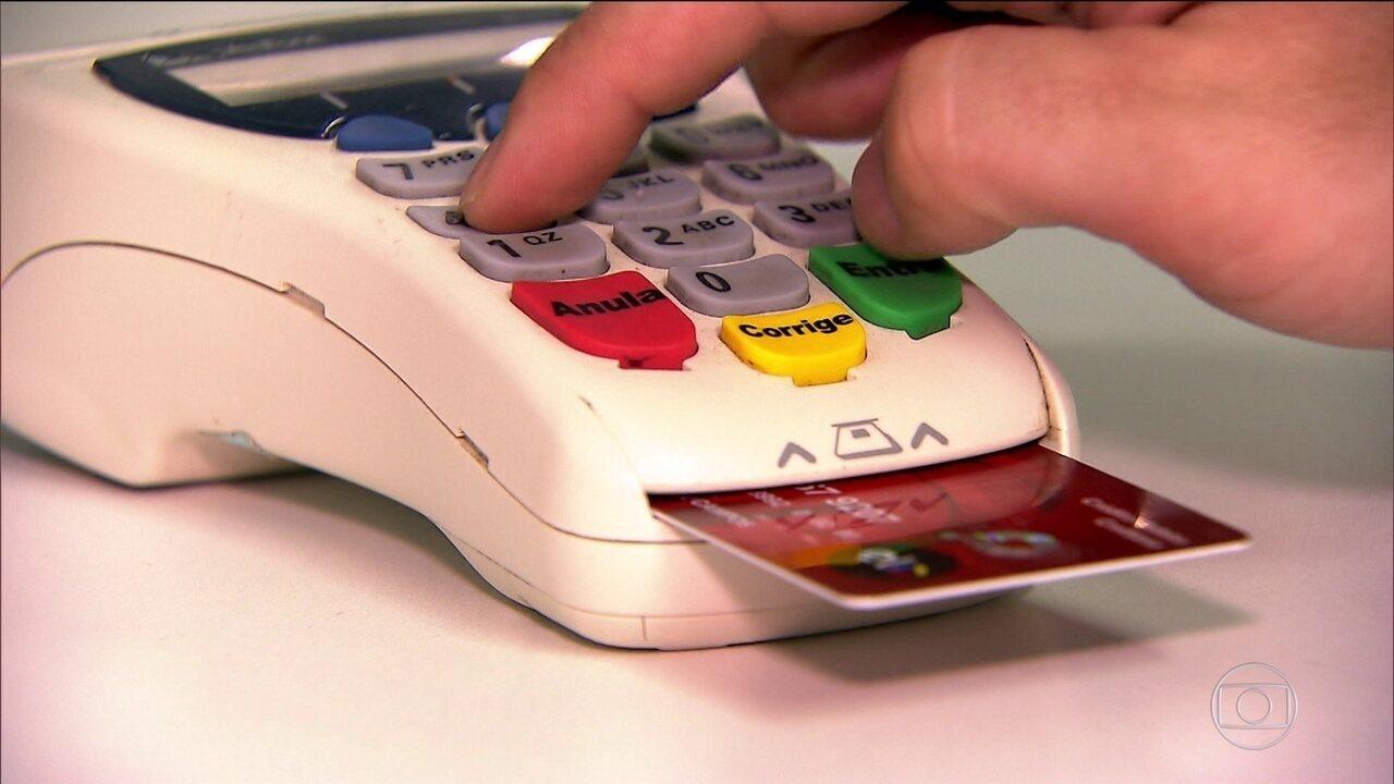 Bancos anunciam taxas de juros para as novas regras do rotativo do cartão
