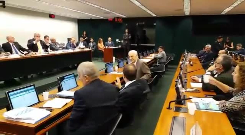 Comissão da reforma da Previdência tem bate-boca entre deputados