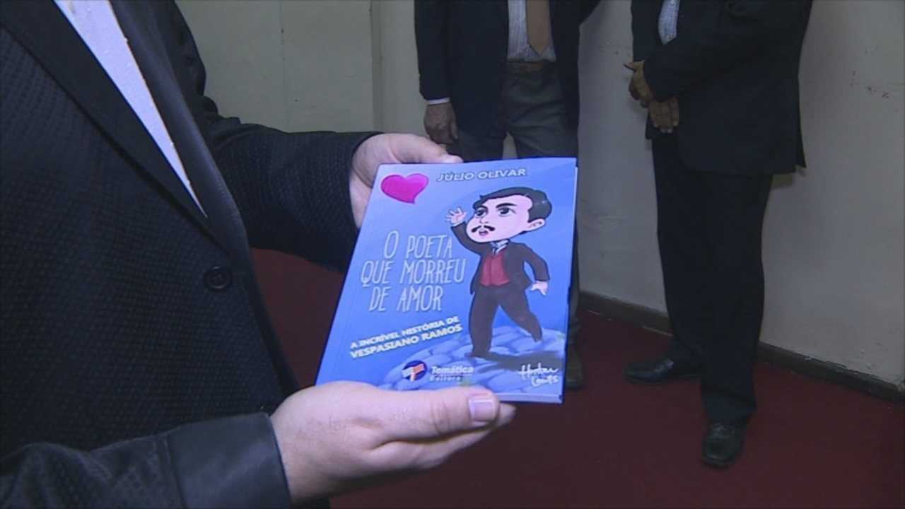 Livro 'O Poeta que Morreu de Amo' é lançado em Porto Velho