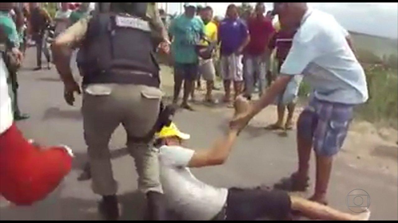 Policial atira em manifestante durante protesto contra violência em Itambé