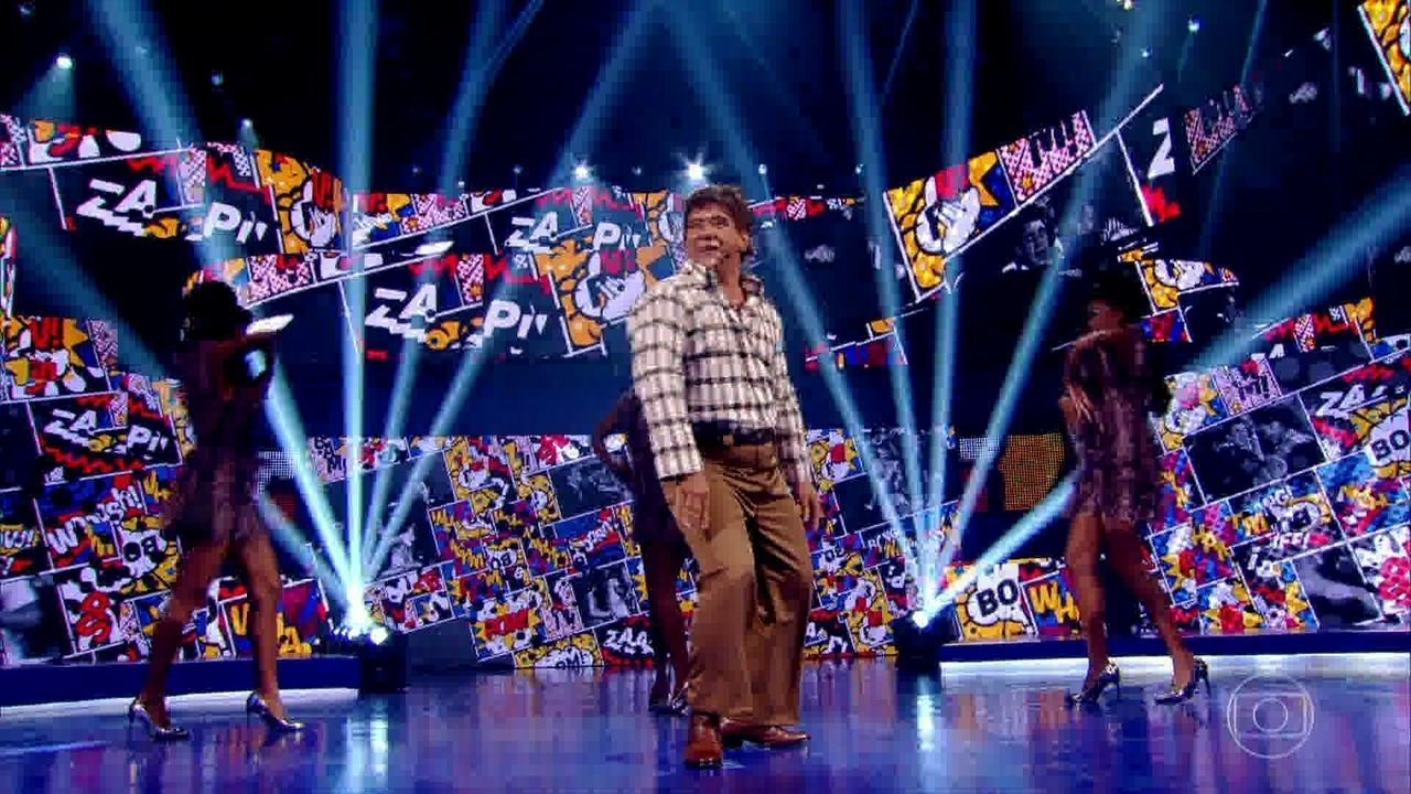 Lúcio se apresenta no palco do Caldeirão