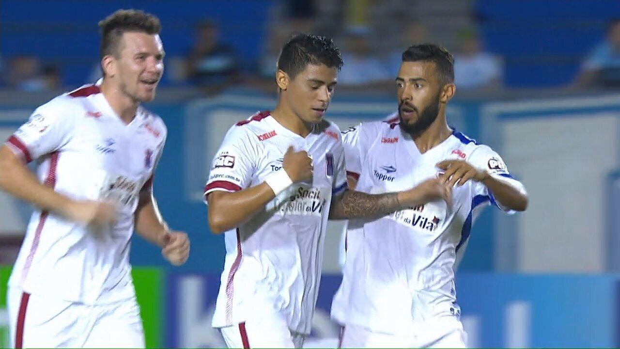 Renatinho marca golaço de falta contra o Londrina, no Paranaense