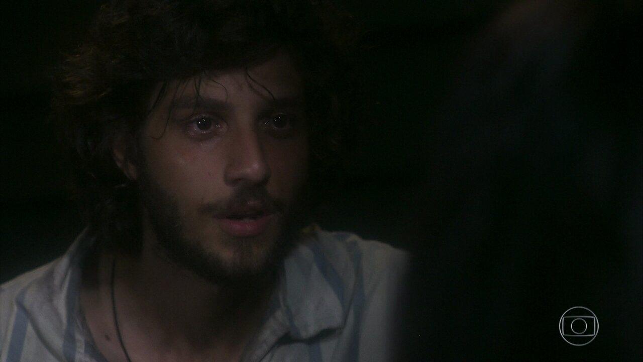 Anna lembra de seu pai e conta a história para Joaquim