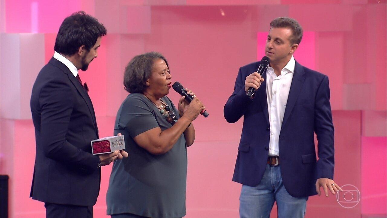 Padre Fábio de Melo apresenta Maria do Socorro, homenageada no 'Especial Inspiração'