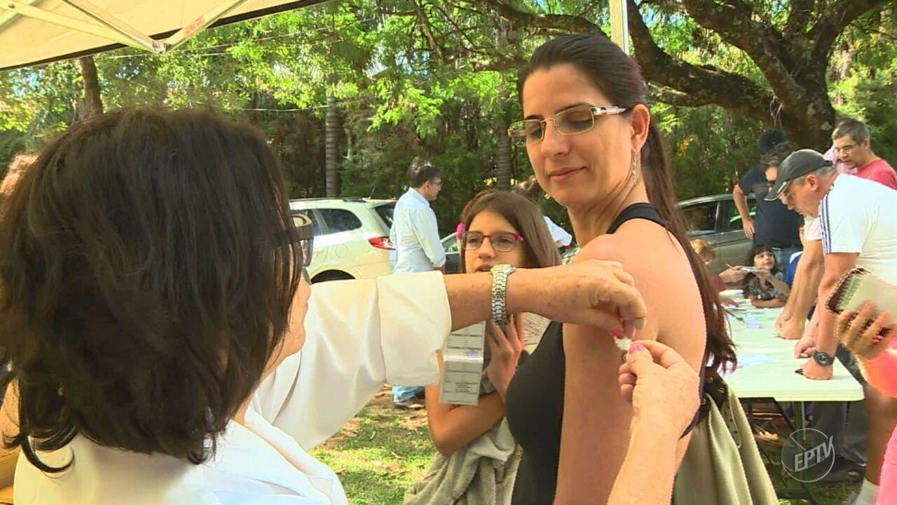 Moradores de Sousas e Joaquim Egídio são vacinados contra febre amarela