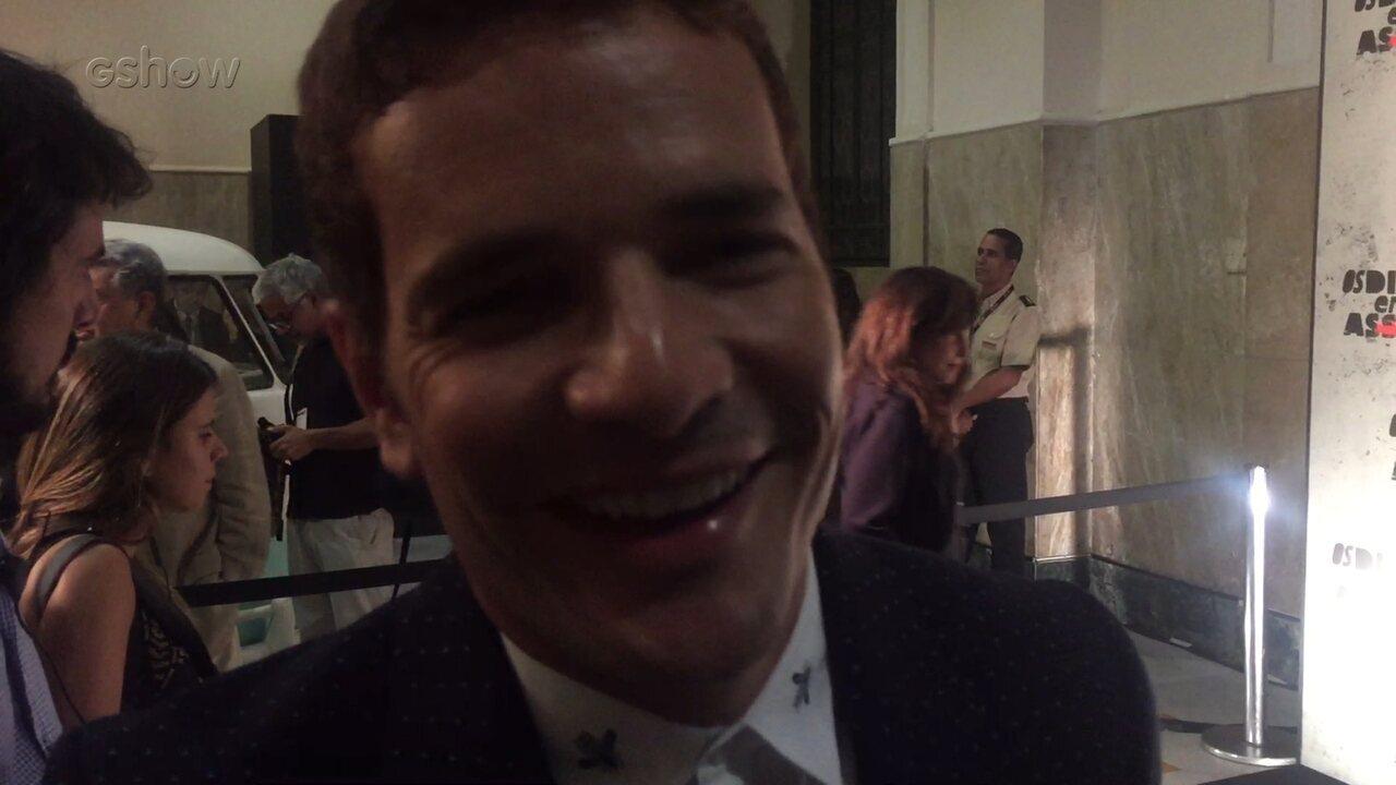 Daniel Oliveira apresentou seu personagem, Vitor, na coletiva de 'Os Dias Eram Assim'