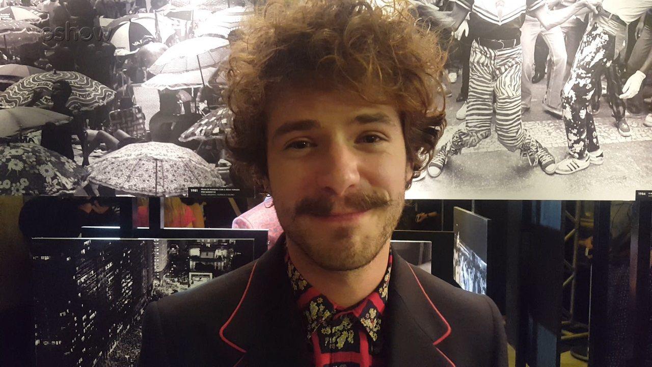 Maurício Destri falou de seu personagem Leon na coletiva de 'Os Dias Eram Assim'