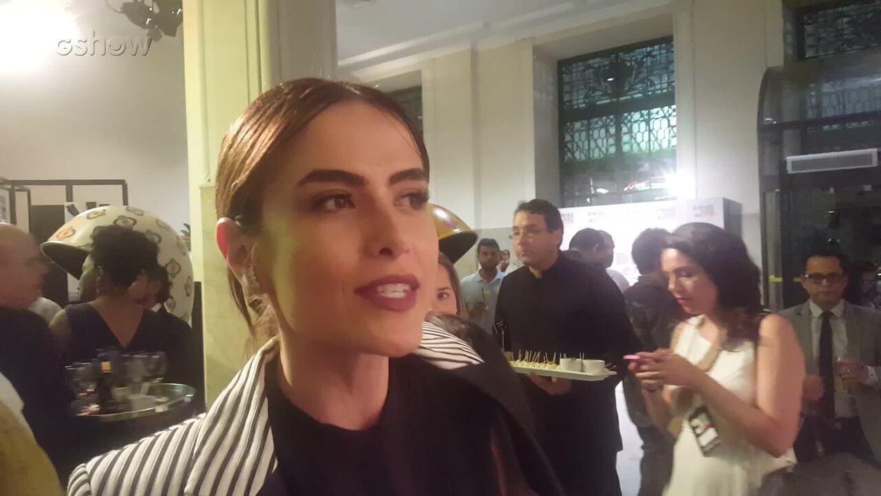 Maria Casadevall mostrou detalhes da festa de lançamento de 'Os Dias Eram Assim'