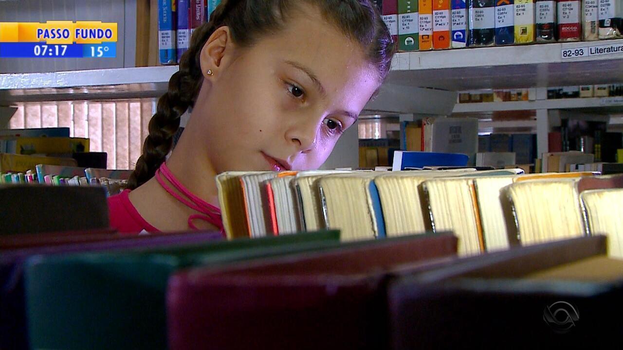 Em um ano, estudante de Santa Rosa lê 100 livros