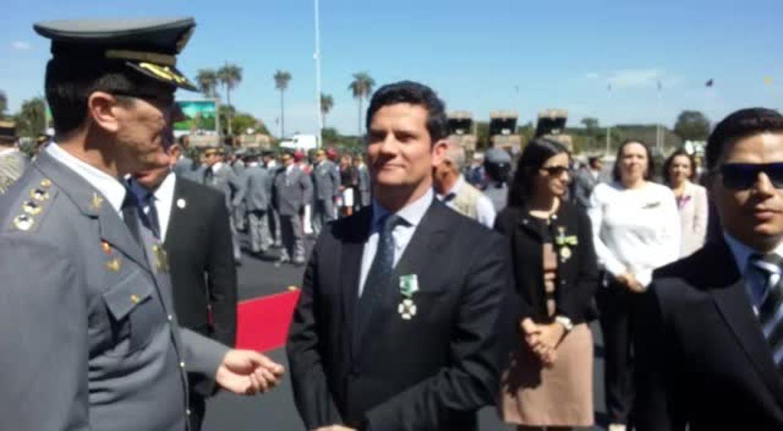 Moro recebe condecoração do Exército em cerimônia em Brasília