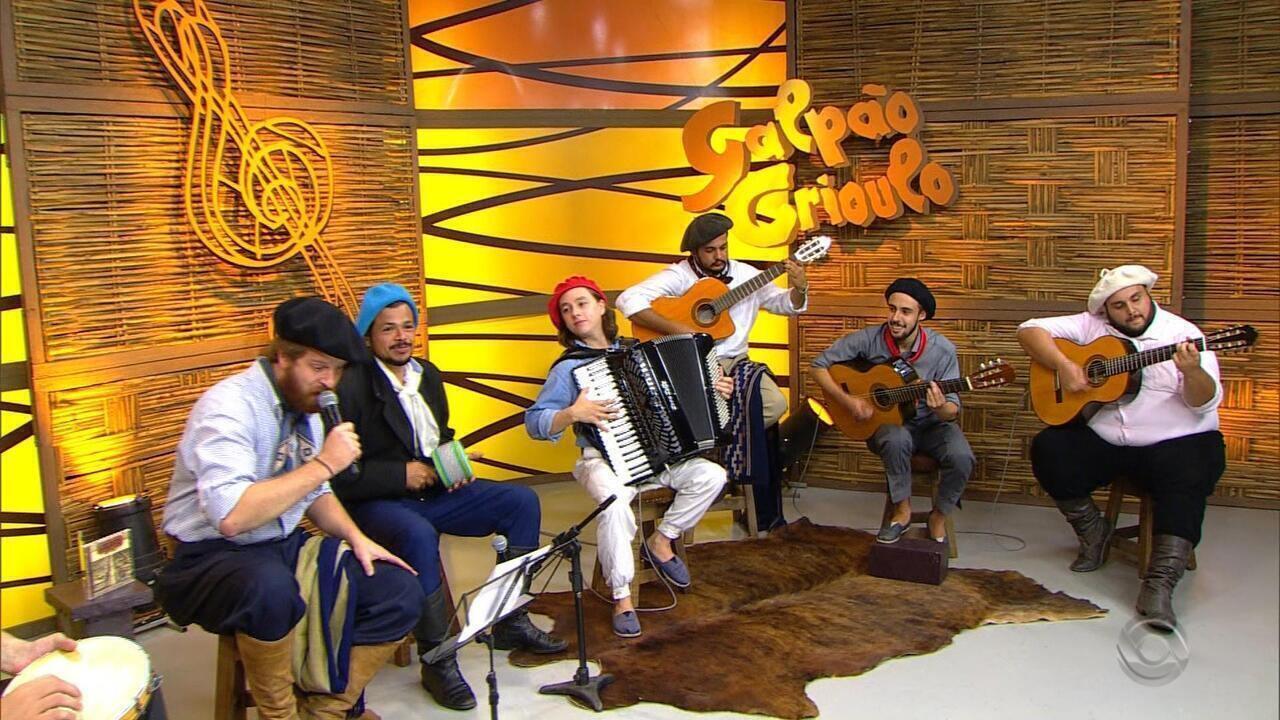 Ricardo Bergha, do Quarteto Coração de Potro, canta música de Diego Müller
