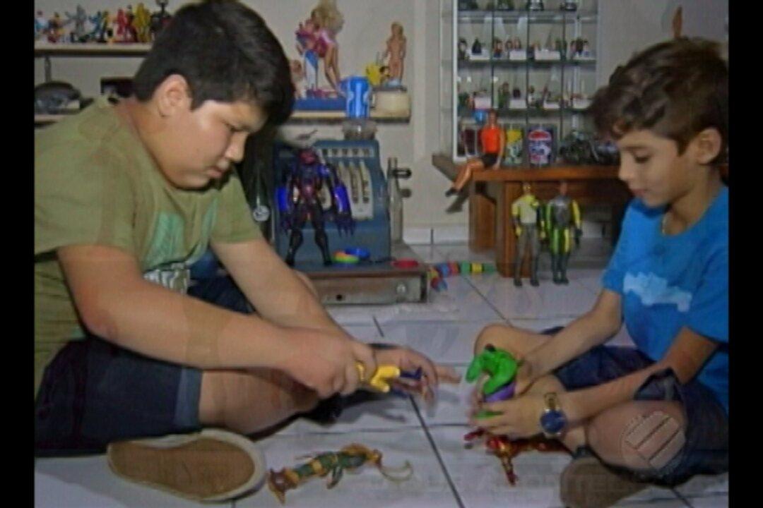 Colecionador abre museu com mais mil brinquedos