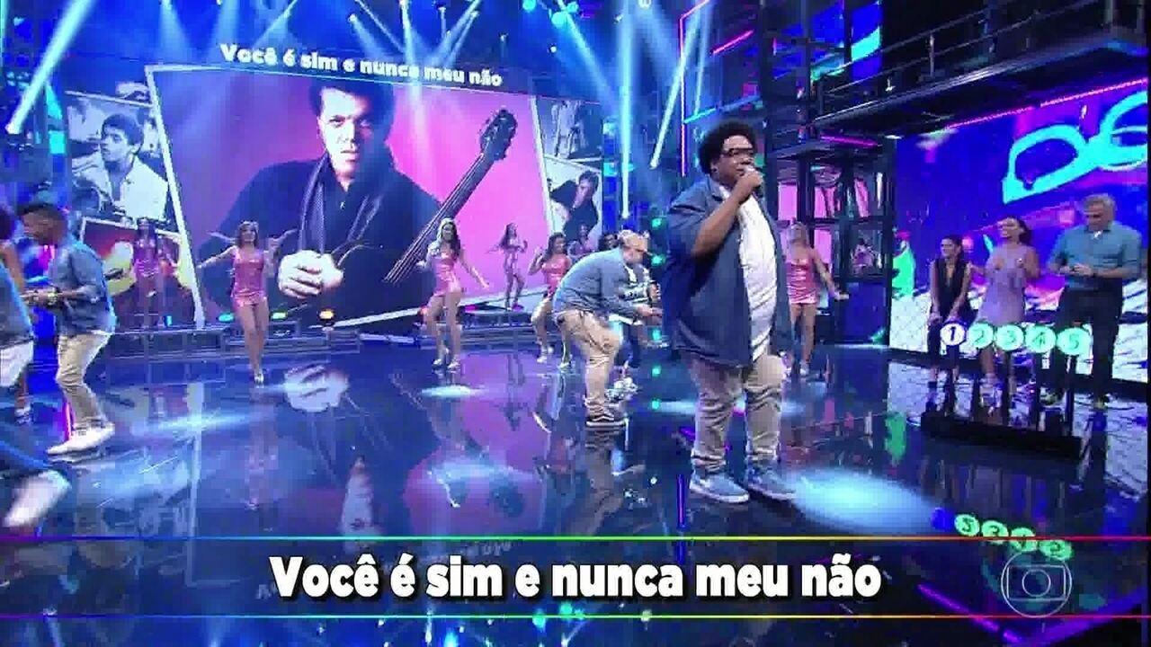 Grupo do Bola canta 'Fogo e Paixão', sucesso de Wando