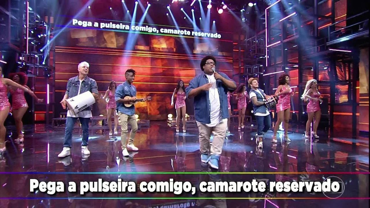 Grupo do Bola canta 'Quebra no Meu Camarote'