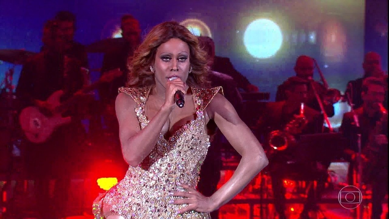 Ícaro Silva interpreta Beyoncé cantando 'Crazy in Love' no 'Show dos Famosos'