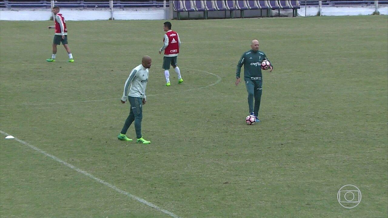 Felipe Melo e Roger Guedes discutem durante treino do Palmeiras