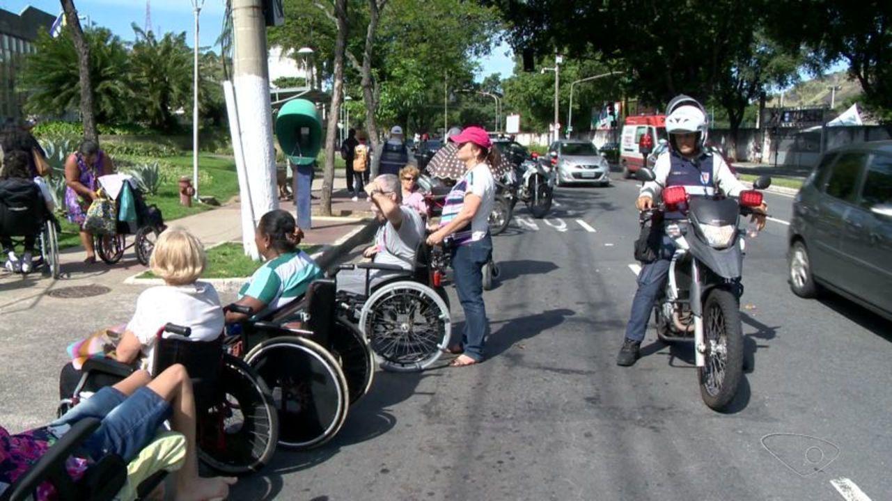 Grupo protesta por reestruturação de transporte, no ES