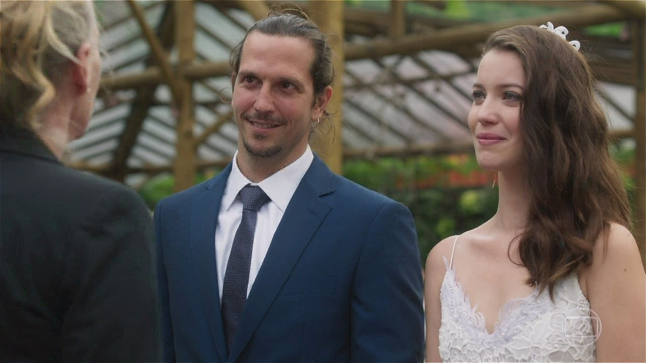 Casamento de Gui e Júlia não ficou para o final na novela