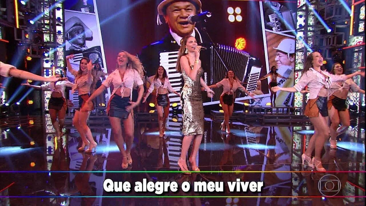 Bárbara Fialho canta