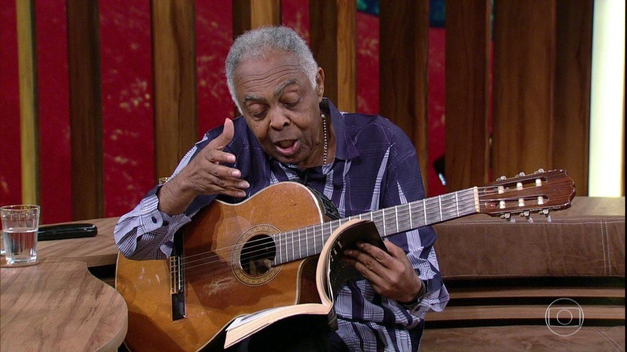 Gilberto Gil declama a letra da música