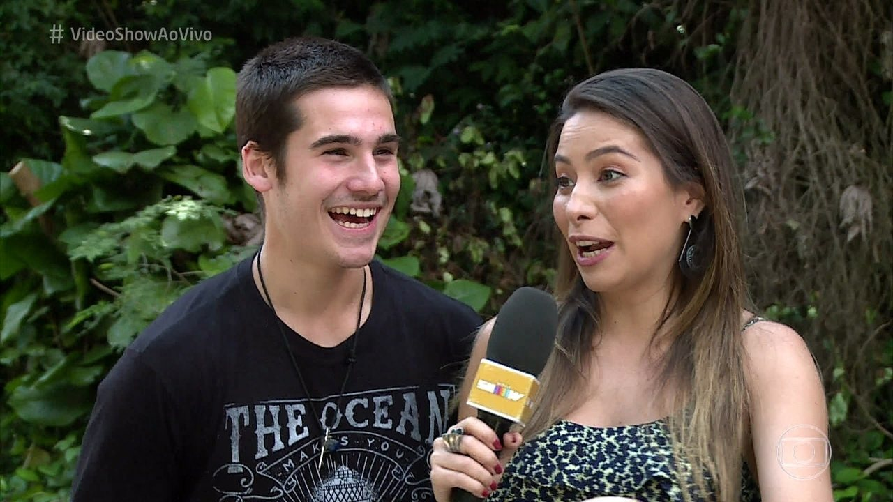 O ator conversou com a repórter Marcela Monteiro e se divertiu ao relembrar sua estreia na TV