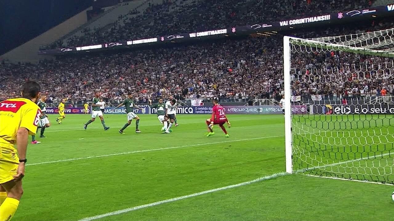 Gol do Corinthians! Jô recebe de Rodriguinho e, de cavadinha, marca, aos 22' do 1º Tempo