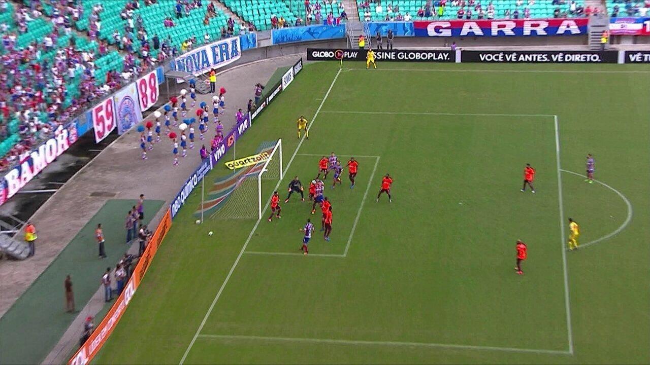 Gol do Bahia! Juninho cobra escanteio, Tiago sobe livre e empata, aos 33' do 1º Tempo