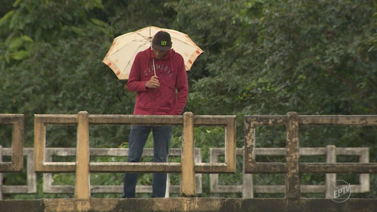 Nível de chuva fica acima do esperado para o mês e preocupa especialistas na região