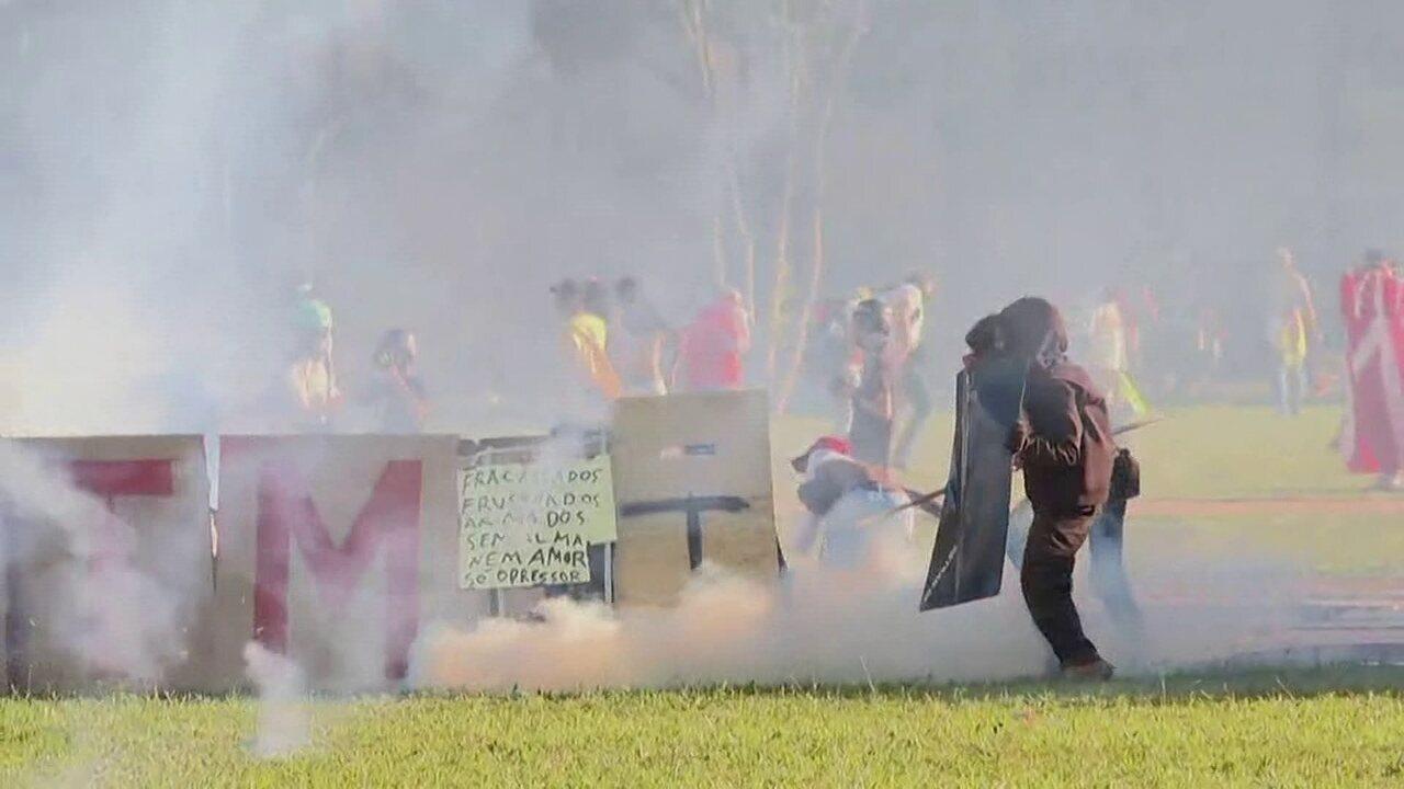 Dia é marcado por protesto com vandalismo no DF