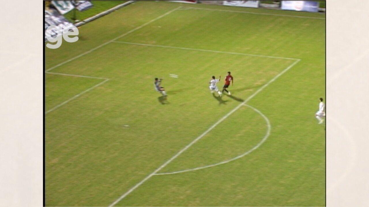 Em 2009, Wallyson veste a camisa do Atlético-PR e marca um gol sobre o ex-clube ABC