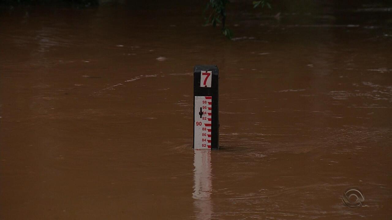 Chuva causa estragos e cheia de rios em diversas cidades do RS