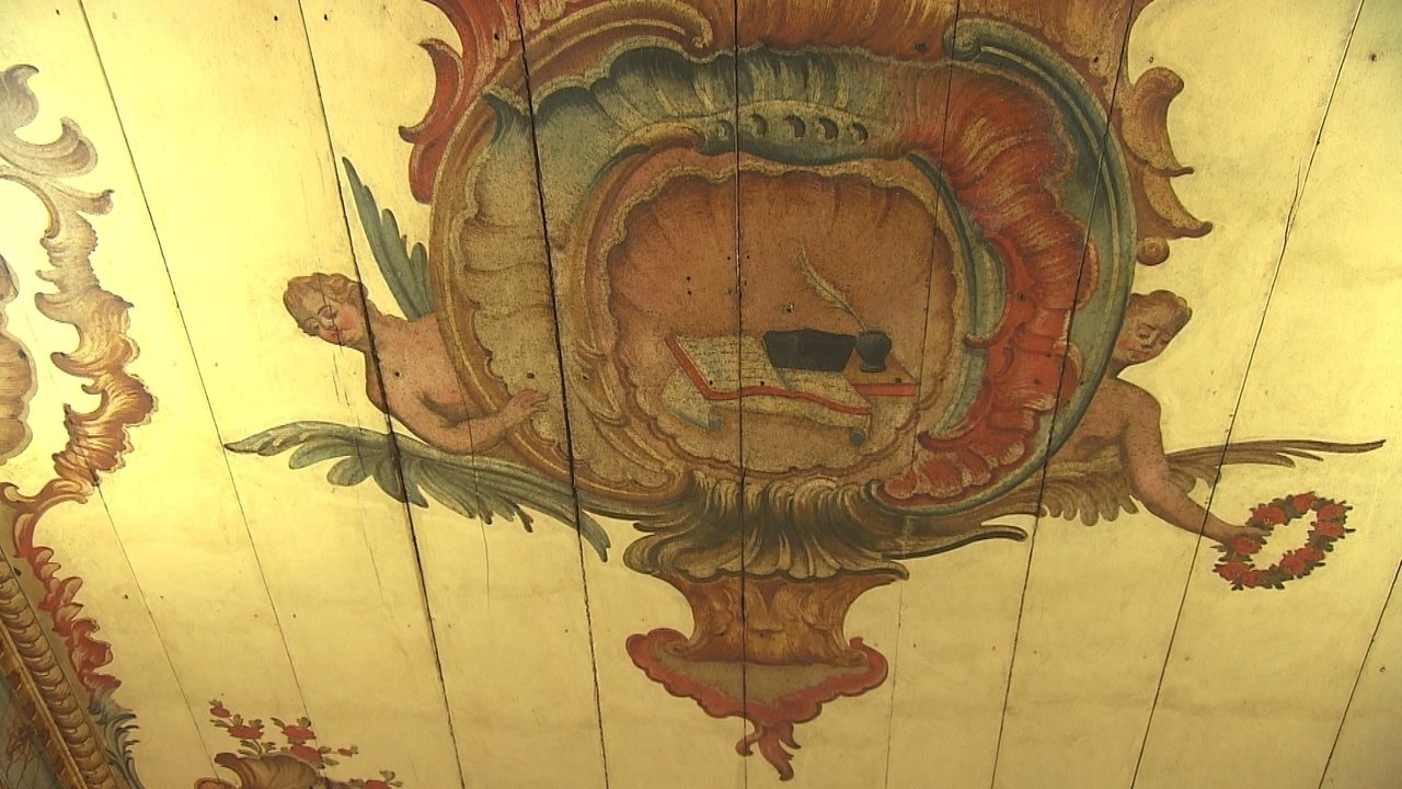 Antigo costume na decoração de casas em Sabará, forro de teto inspira até receita
