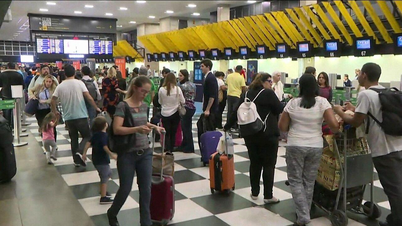Aeroporto Santos Dumont reabre para pousos e decolagens
