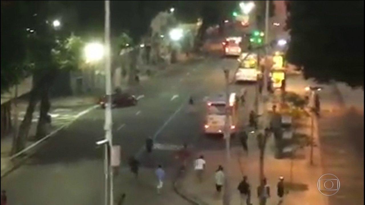 Bandidos fazem arrastão na Praça Tiradentes e assaltam passageiros e motoristas